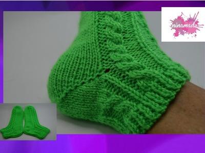 DIY. Chaussettes avec torsades et deux aiguilles. Socks with cables and two needles.