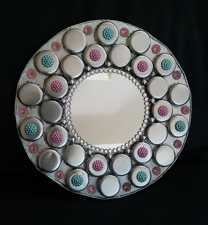 DIY Miroir en capsules recyclées.DIY A miror recycling bottle caps