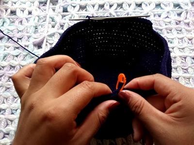 Casco de futbol americano a crochet
